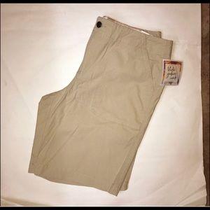 Dockers khaki Bermuda shorts NWT